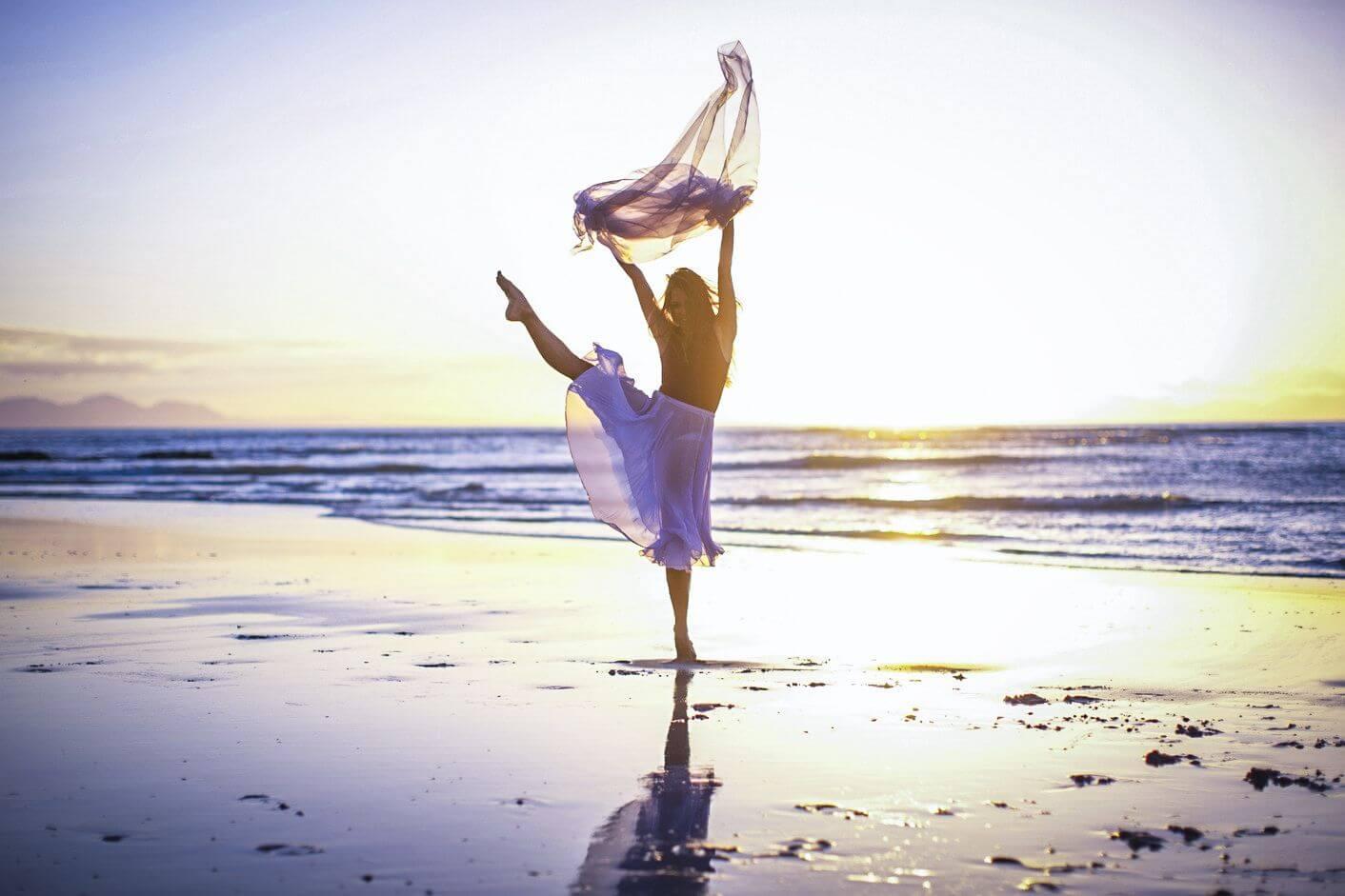dance-beach-yoga_yogini_present-moment-retreat-boutique-hotel-spa-resort-yoga-retreat-restaurant_playa-troncones-mexico1